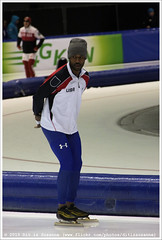Shani Davis, preparing for the 1500 Meters Men (Dit is Suzanne) Tags: netherlands nederland heerenveen muts speedskating thialf  views100 eisschnelllauf shanidavis img6278  canoneos40d langebaanschaatsen sigma18250mm13563hsm  ditissuzanne 1500metersmen 14122014 isuworldcup20142015 isuworldcupheerenveendecember12142014 1500men