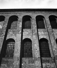 Urban Arte (Claudio Taras) Tags: urban bw 120 mediumformat monocromo bokeh basilica 6x7 monochrom claudio rodinal 100asa biancoenero trier taras finestre rollfilm contrasto mamiyarb67 nd3 ndx1000