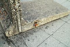 Duitsland  -  Berlijn  -  De Muur (Sjim Geugjes) Tags: duitsland berlijn de muur tegenwoordig is zelfs op plaatsen waar delen van behouden zijn weinig meer te merken impact die deze scheiding had door het samengroeien stad verloop vroegere grens vrijwel onzichtbaar geworden