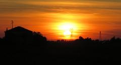 IMG_0121x (gzammarchi) Tags: casa italia tramonto nuvola natura campagna sole paesaggio ravenna pianura monocrome traliccio villanovadiravenna