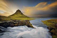 Kirkjufell (EtienneR68) Tags: longexposure mer mountain nature montagne landscape waterfall iceland nikon eau paysage kirkjufell islande d810