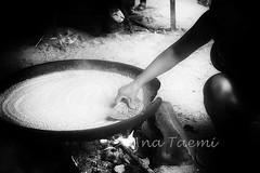 ATU_3863_Indio Kuikuro_LR_BW_PH (Ana Taemi) Tags: brazil blackandwhite cooking monochrome tapioca indio beiju juquitiba manioc nativepeople tocadaraposa kuikuro indiokuikuro nativebrazilian