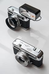 Yashica twins (PaulHoo) Tags: camera japan vintage gear nostalgic 17 halfframe product rapid yashica ee