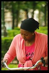 JUNI0506 (Leopoldo Esteban) Tags: africa brussels woman bike mujer women belgium belgique african femme bruxelles bici bruselas mujeres belgica femmes afrique africana afric leopoldoesteban