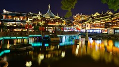 Shanghai - Yu Yuan (cnmark) Tags: china bridge light lake building classic fountain night buildings reflections garden noche shanghai nacht district historic noite historical   yu nuit teahouse yuan gebude notte crooked nachtaufnahme huangpu    huxinting allrightsreserved  ninebendsbridge