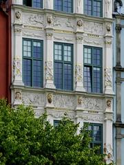 Zota Kamienica (Bartosz MORG) Tags: gdask danzig okna windows detal detail okno window details detale manieryzm mannerism architektura architecture building budynek kamienica
