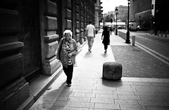 going home (gato-gato-gato) Tags: street leica bw white black blanco monochrome digital 35mm person flickr hungary noir strasse urlaub negro budapest streetphotography pedestrian rangefinder mai human monochrom weiss blanc ungarn ferien manualfocus hu schwarz donnerstag onthestreets hungaria passant m9 mensch fussgnger manualmode strase 2013 leicasummiluxm35mmf14asph manuellerfokus gatogatogato fusgnger leicam9 leicasummiluxm35mmf14 budapestvkerlet gatogatogatoch wwwgatogatogatoch