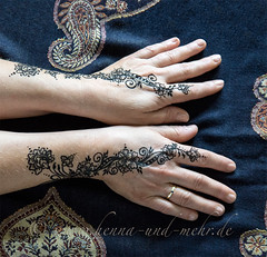 Khidab painting on two  hands (olga_rashida) Tags: berlin art painting hand kunst main bodypainting mehendi bodyart mehndi tatuaggio hennatattoo mehandi krperbemalung mehndidesign  lacca naksh peinturecorporelle khidab hennadesign  hennamalerei tatouageauhenn hennabemalung kunstamkrper httpwwwhennaundmehrde bemalungmitkhidab