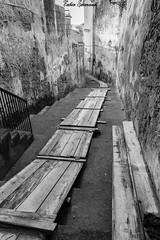 La passerella (Fabio Scarano) Tags: road street white black stair strada board fabio e plank bianco nero gangway passerella scalinata assi photografy scalini scarano