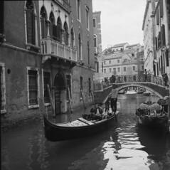 Venice, Italy. (appow) Tags: travel venice italy 120 6x6 film photography gondola 旅行 2007 意大利 写真 威尼斯 rolleicordva 胶片 刚朵拉 贡多拉 威尼斯人 貢多拉 appow xenar3575mm