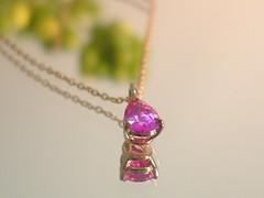 無処理のピンクサファイア untreated pink sapphire pendant (jewelrycraft.kokura) Tags: pinkgold pendant sapphire 18k 雫 pinksapphire しずく ペンダント ピンクゴールド サファイア ティアドロップ ピンクサファイア