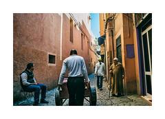 Morocco - Marrakech (Sr. Cordeiro) Tags: street men work nikon media morocco marrakech rua cart nikkor v1 vr trabalho marrocos homens carrinhodemo marraquexe 1030mm