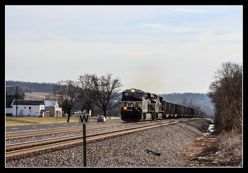 Westbound empties at Lafayette, VA