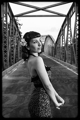 Pin-up... (la.churri) Tags: madrid bridge bw blancoynegro puente atardecer nikon exterior bn rockabilly pinup 2016 pinupgirl d90 luznatural rockabillygirl nikkor35mm ladysnows