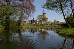 Ravenstein - Stadsgracht (grotevriendelijkereus) Tags: park city holland mill netherlands windmill garden town village nederland tuin moat stad molen dorp gracht ravenstein windmolen gelderland plaats