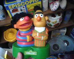 1970's Sesame Street Bert and Ernie AM Radio (Jonathon Jones) Tags: toys nostalgia sesamestreet 1970s ebook collectibles radios oldtoys vintagetoys bertandernie ebooks kindle