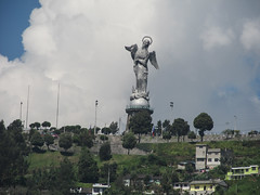 "Quito: la Vierge ailée <a style=""margin-left:10px; font-size:0.8em;"" href=""http://www.flickr.com/photos/127723101@N04/27343108942/"" target=""_blank"">@flickr</a>"