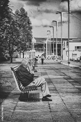 Tomando el sol (sairacaz) Tags: street bw white black blanco canon blackwhite negro grandfather bn paseo galicia viejo vigo abuelo nautico canonef2470mmf4lisusm eos70d