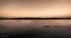 St-Laurent, Montreal Qc (https://www.facebook.com/PhilPhotoArt) Tags: sunset water rouge boat eau montreal qubec bateau saintlaurent fleuve nautique