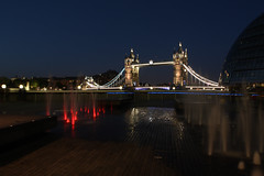 Wasserspiel vor der Tower Bridge