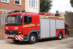 Isle of Wight - HW56AEC - Newport - T01R1 (matthewleggott) Tags: rescue fire mercedes engine service isle rt tender appliance wight jdc hiab hw56aec