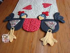 Trilho GaLinHa (Ma Ma Marie Artcountry) Tags: galinha patchwork trilhodemesa galinhacountry galinhaemtecido