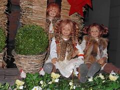 Kleines Versteckspiel auf dem Weihnachtsmarkt ... (Kindergartenkinder) Tags: weihnachten dolls advent weihnachtsmarkt annette tivi 2013 himstedt annemoni kindergartenkinder sanrike