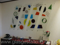 Wandbild mit Fusing-Glas / Mural with fused glass (www.glasgestaltung-darr.de) Tags: glass thringen erfurt kunst thuringia schild bauhaus glas fusing hausnummer kunstambau glaskunst schmelzen gebesee glasgestaltungdarr