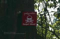 Siem Reap, Angkor, Landmines (blauepics) Tags: world heritage history sign danger temple cambodia kambodscha mine khmer unesco 1993 schild mines siem reap landmine angkor tempel weltkulturerbe gefahr geschichte minen