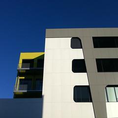 Neues aus Moabit (DREASAN) Tags: building lines architecture design shadows geometry curves simplicity blueskies rebuilt dreasanpics walksintheneighborhood hertieinneuemgewand