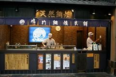 Kyoto - Nishiki Market (*maya*) Tags: food fish hot cake japan shop kyoto market sweet indoor dolce bakery pancake mercato streetfood giappone torta waffle nishikimarket nishiki taiyaki anko pesce japanesesweets たい焼き biscotto dolcetto tortina
