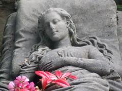 Alter Friedhof Freiburg (Klemens Maier) Tags: freiburg alter friedhof breisgau baden badenwürttemberg deutschland neuburg herdern grab grabstein caroline walter blumen