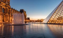 Paris, le Louvre (Didier Ensarguex) Tags: paris canon 75 lelouvre 2470l28 pyramidedulouvre heuredore rflexionreflet 5dsr didierensarguex