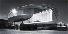 UK - Oxford - University of Oxford - Blavatnik School - Exterior 03_panoramic mono_DSC3216 (Darrell Godliman) Tags: uk greatbritain travel england blackandwhite bw panorama copyright building college tourism monochrome architecture mono design nikon europe britishisles unitedkingdom britain eu panoramic oxford gb jericho oxforduniversity herzogdemeuron modernarchitecture oxfordshire allrightsreserved oxon architecturalphotography universityofoxford schoolofgovernment contemporaryarchitecture travelphotography herzoganddemeuron widscreen roq instantfave omot travelphotographer flickrelite dgphotos darrellgodliman wwwdgphotoscouk d300s radcliffeobservatoryquarter nikond300s blavatnik blavatnikschoolofgovernment dgodliman ukoxforduniversityofoxfordblavatnikschoolexterior03panoramicmonodsc3216