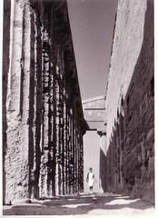 Sicilia (1970s) (Ferencdiak) Tags: summer italy stone temple women ruins archeology templom nyr n sziclia rgszet kor
