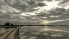 Silver dawn. (PhotoMont) Tags: fvac pointofwiew flickrnature flickr flickrenespaol landscapes landscape elmanicomio click elmundopormontera hdrunlimited hdrenespaol hdrforfree