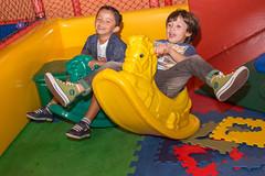 Parceria (Valria Peres) Tags: friends aniversario amigos cores fotografia infancia balada colorido piscinadebolinha fotografiainfantil
