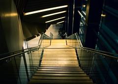 Linien  @  Aix-en-Provence (sunnybille) Tags: france lines architecture stairs canon frankreich aixenprovence architektur perspektive lignes treppen escaliers treppenhaus 2015 linien blicknachunten konservatoriumfrmusiktanzundtheater conservatoiredemusiquededanseetdartdramatiquedariusmilhaud