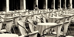 Piazza San Marco (bjg_snaps) Tags: venice venezia italy italia cafe bistro tables chairs restaurant sidewalkcafe outdoorseating bw blackandwhite city urban