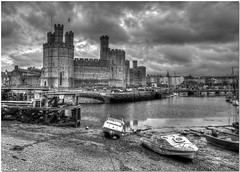 Caernarfon Castle (Brian The Euphonium) Tags: bw castle pentax hdr caernarfon northwales sigma1020mm photomatix k20d