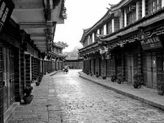 city streets - lijang, china 5 (Russell Scott Images) Tags: old city lijiang yunnanprovince china blackwhite russellscottimages