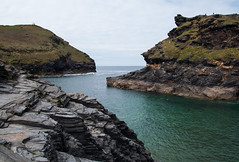Boscastle Bay (Gabludlow) Tags: ocean uk sea england water cornwall slate atlanticocean headland boscastle