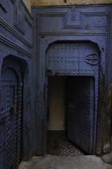 La mano di Fatima (viaggionelmondo) Tags: nikon morocco fez maroc porta marocco maghreb medina bluedoor fs d90 medinaoffez portaazzurra manodifatima handsoffatima arabdoor portaaraba