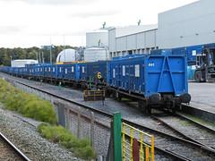 92508 Northenden 201012 (Dan86401) Tags: wagon flat container 92 gmc freight binliner modal northenden kfa intermodal 92508 greatermanchestercouncil standardwagon gmc92508 greatermanchesterbinliner