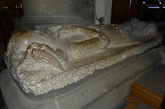 ca. 1340-1350 - 'Sir William Bruce', St. Peter and St. Paul's Church, Pickering, Yorkshire, England (roelipilami) Tags: church monument st paul mail yorkshire bruce tomb iglesia kirche william tumba peter sir glise kerk dalle effigy pickering funraire gisant grabmal 1340 1350 grafmonument bascinet cotte couter mailles poleyn malin cyclas bacinet vervelles camail grafbeeld bekkeneel