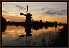 Sunset in Kinderdijk (Ciao Anita!) Tags: friends sunset reflection netherlands windmill zonsondergang tramonto nederland hm reflexions unescoworldheritage kinderdijk molen olanda mulino riflesso crepuscolo zuidholland weerspiegeling mywinners grondzeiler theperfectphotographer unescowerelderfgoedlijst unescopatrimoniodellumanità