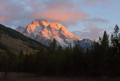 Mount Moran Sunrise (Bonnie Bowne) Tags: sunrise dawn wyoming mountmoran tetons