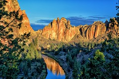 Smith Rock Sunrise (Phil's Pixels) Tags: oregon sunrise reflections dawn smithrock hikes crookedriver terrebonne