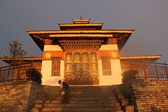 Glorious morning light (Road Blog) Tags: bhutan earlymorninglight morningsunlight dochula grossnationalhappiness landofthunderdragon