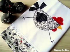 Pano de prato Galinha Moderna (Hari Artes) Tags: galinha patchwork cozinha guardanapo panodeprato patchaplique
